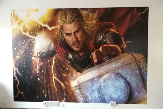 Carta da Parati a Milano posa Thor